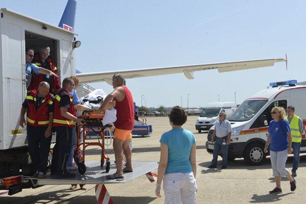 Zdravotný stav mladého muža umožnil jeho prevoz na Slovensko.