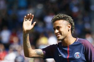 Neymar máva fanúšikom v Paríži.