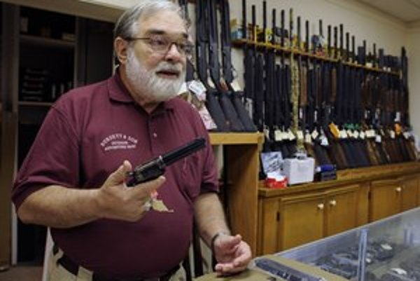 Odpoveďou na útoky na školách má byť viac zbraní.