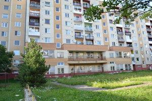 Byty na Komenského. Sú súčasťou bytovky.