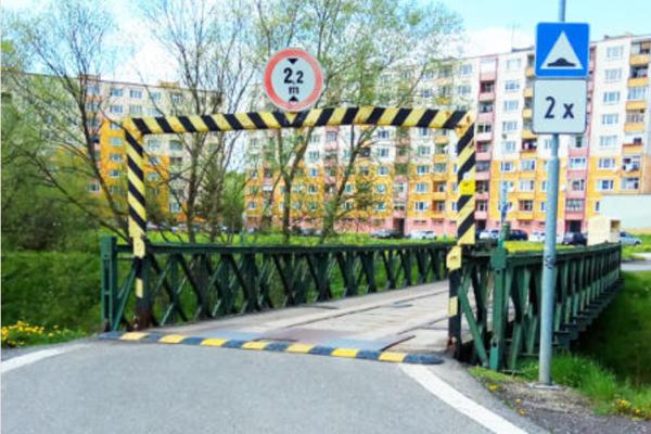 Most zrekonštruujú komplexne.