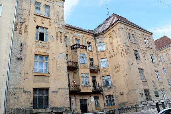 Budova na Štefánikovej 4. Kvôli nej sa rozhorel spor medzi opozíciou a vedením Úradu KSK.