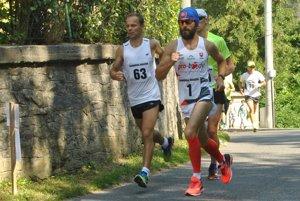 Najrýchlejší muži na trati. Zimmermann (číslo 1), Dubašák (číslo 63).