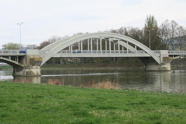 Krajinský most v Piešťanoch