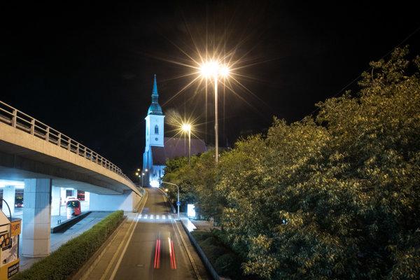Verejné osvetlenie v Bratislave.