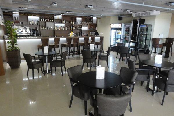 Caffe Platan v Mlynoch je zariadená naozaj v luxusnom štýle.