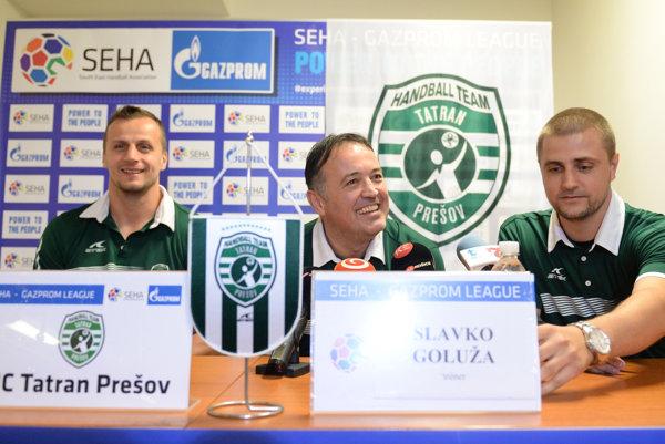 Zľava kapitán Radovan Pekár, tréner Slavko Goluža a generálny manažér Miroslav Benický.