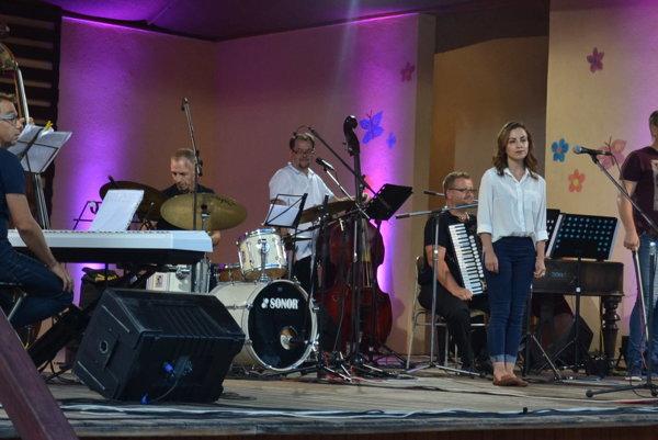 Piatkový koncert. AMC Trio a ĽH Stana Baláža spolu so speváčkou Valériou Stašekovou.