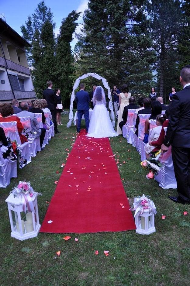 Svadba pod holým nebom v Turčianskych Tepliciach