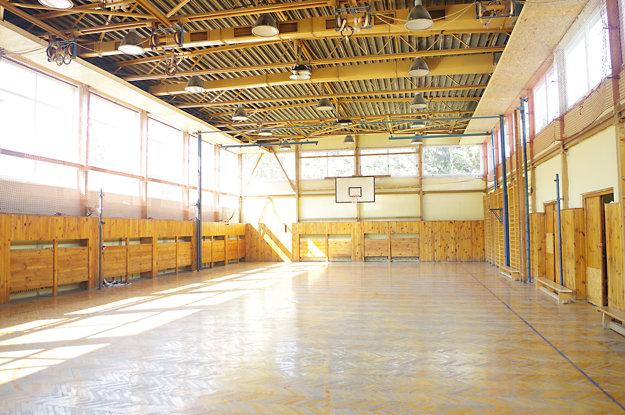 Na nejaký čas pomohlo podhlobenie. Deti v minulom školskom roku mohli cvičiť. Teraz bude telocvičňa začiatkom roka zatvorená.