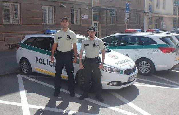 Policajtom sa podarilo zachrániť ľudský život.