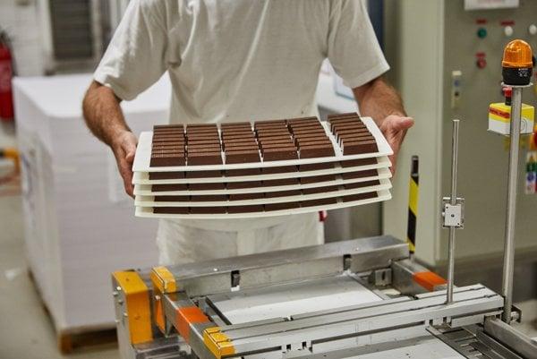 V závode na výrobu čokolád Figaro na Račianskej ulici vyrobia ročne 40-tisíc ton čokolády.
