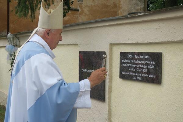 Tabuľu  slávnostne odhalil biskup Mons. Andrej Imrich.