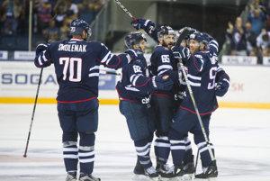 Slovan Bratislava sa teší z prvého víťazstva v novej sezóne KHL.