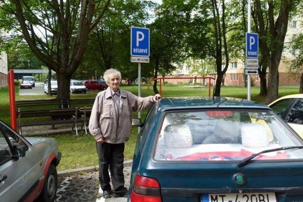 Anton Bubeník doplatil na nové pravidlá aprišiel ovyhradené parkovacie miesto určené pre držiteľa preukazu ŤZP.