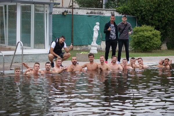 Tovarníky po druhom domácom víťaznom zápase čakala regenerácia v bazéne.