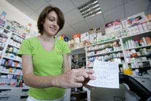 Tabletky Doreta, ktoré obsahujú paracetamol s postupným uvoľňovaním, sa na Slovensku predávajú len na lekársky predpis. (ilustračné foto)