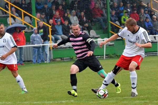 Turčianske derby Blatnica - Turčianska Štiavnička. Jeho ústrednou postavou bol kapitán Blatnice Michal Kempný.