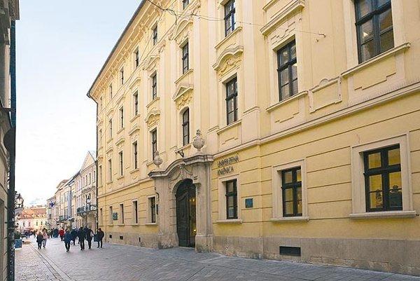 Dnešná Univerzitná knižnica, kedysi De Pauliho palác, v ktorom koncertoval Franz Liszt.