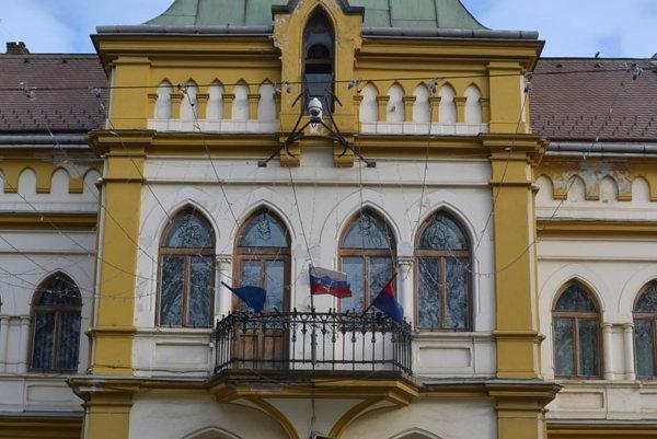 Mestský úrad v Sabinove. Tu bola podaná petícia občanov.