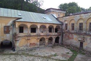 Kaštieľ Radvanských v banskobystrickej časti Radvaň je aktuálne v rekonštrukcii.