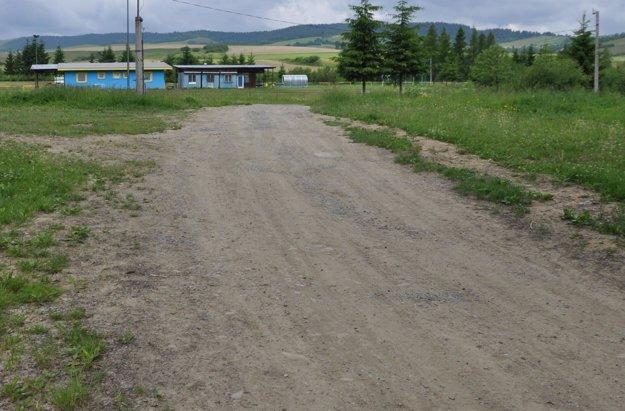 Pôvodná cesta ku futbalovému ihrisku.