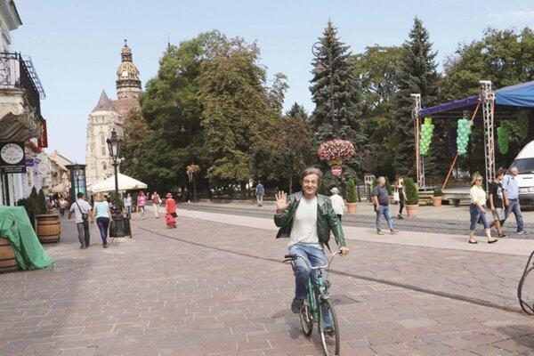 Kolcun a jeho bicykel. Patrí k Milanovi tak ako on ku Košiciam.