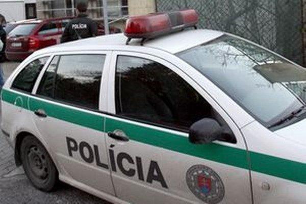 Muža podozrivého z jedenej krádeže už policajti zadržali.