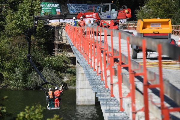 Aktuálny stav prác na ružínskom moste.