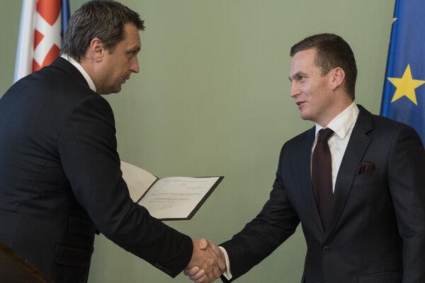 Predseda Národnej rady Andrej Danko (SNS) odovzdal dekrét o zvolení do funkcie novozvolenému predsedovi Úradu pre verejné obstarávanie (ÚVO) Miroslavovi Hlivákovi.