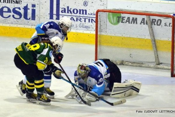Sezónu odštartovali už aj hokejistky, mladý káder začal ligu proti Krynici.