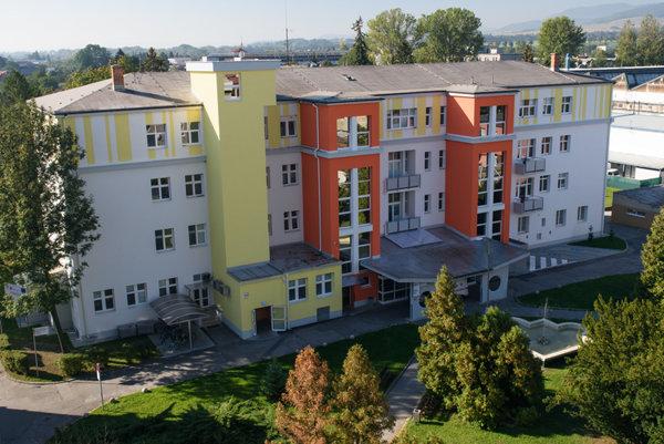 Oddelenie urgentného príjmu sa nachádze v budove I. internej kliniky.