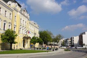 Snáď najkrajšiu budovu v Nitre obsadia úradníci župy.
