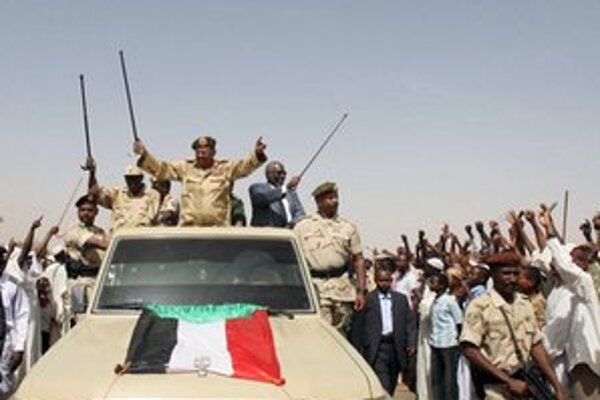 Sudánsky prezident zdraví svojich stúpencov počas návštevy nepokojného regiónu v krajine.