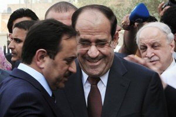 Iracký premiér Núrí al-Málikí (v strede).