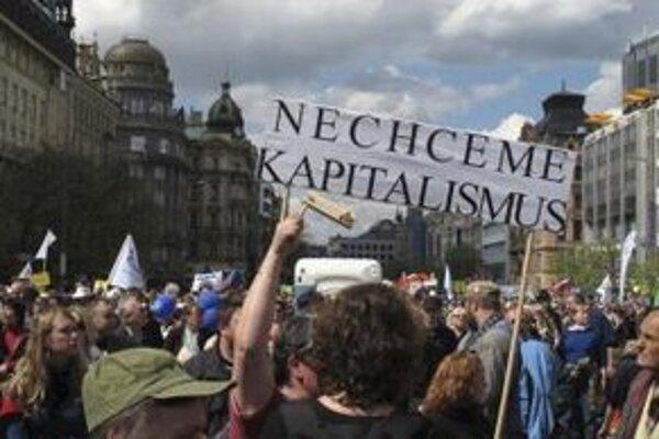 Demonštranti na Václavskom námestí.