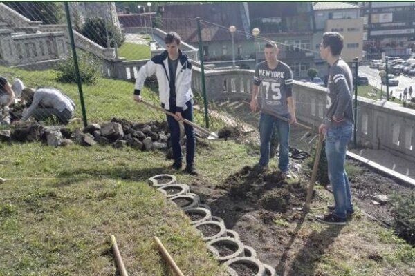Študenti gymnázia sčakanom alopatami.