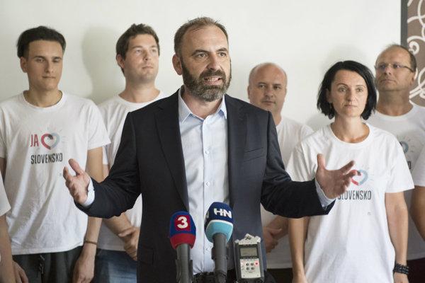 Líder Progresívneho Slovenska Ivan Štefunko.