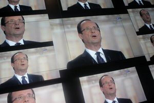 Francúzi si podľa prieskumov za prezidenta zvolia Hollanda.