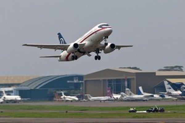 Suchoj Superjet-100 vzlieta počas druhého predvádzacieho letu.