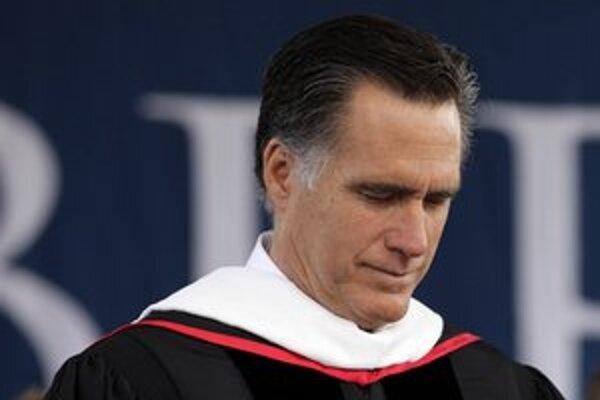 Mitt Romney sa počas vystúpenia na kresťanskej Liberty University vo Virgínii tiež pomodlil.