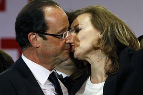 Francúzsky prezident Francoise Hollande s partnerkou Valerie Trierweilerovou