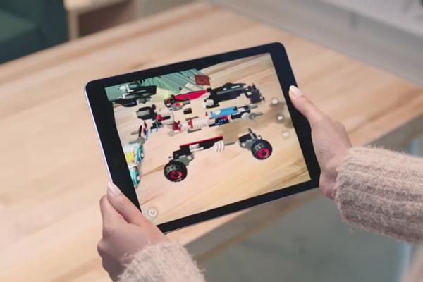 Rozšírená realita - ukážka, čo dokáže ARKit od Apple.