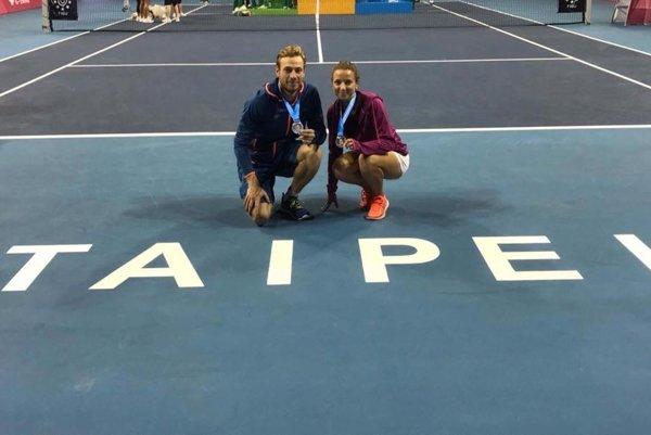 Ivan Košec a Simona Parajová so striebornými medailami