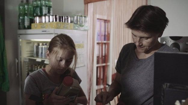 Nina s filmovou mamou (Bibiána Novákova a Petra Fornayová).