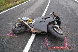Motorkár prišiel o život.