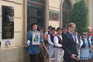 Namiesto šéfa NR SR Andreja Danka rečnil pri jej odhaľovaní podpredseda Matice Slovenskej Jozef Gašper.
