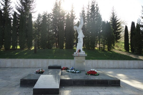 Pamätník v Kalinove.