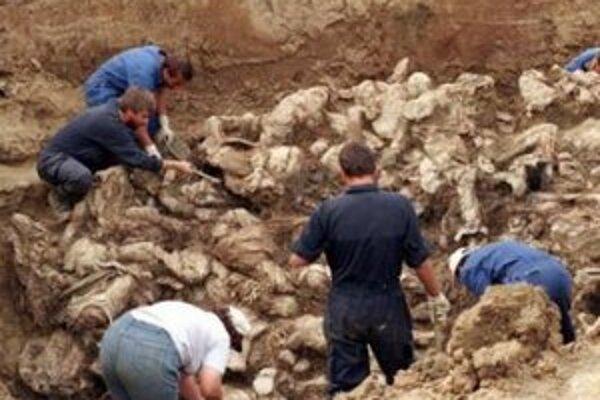 Exhumácia masového hrobu v Bosne.
