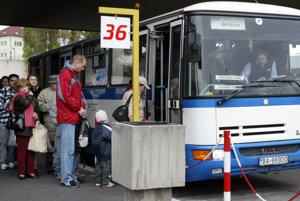 Autobusová stanica v roku 2002. Privatizáciou v roku 2005 ju získal developer HB Reavis spolu s dopravcom SAD Bratislava.